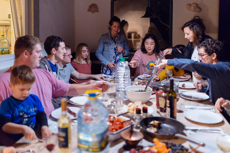6 Tips for Resisting the Urge to Overeat at Holiday Feasts